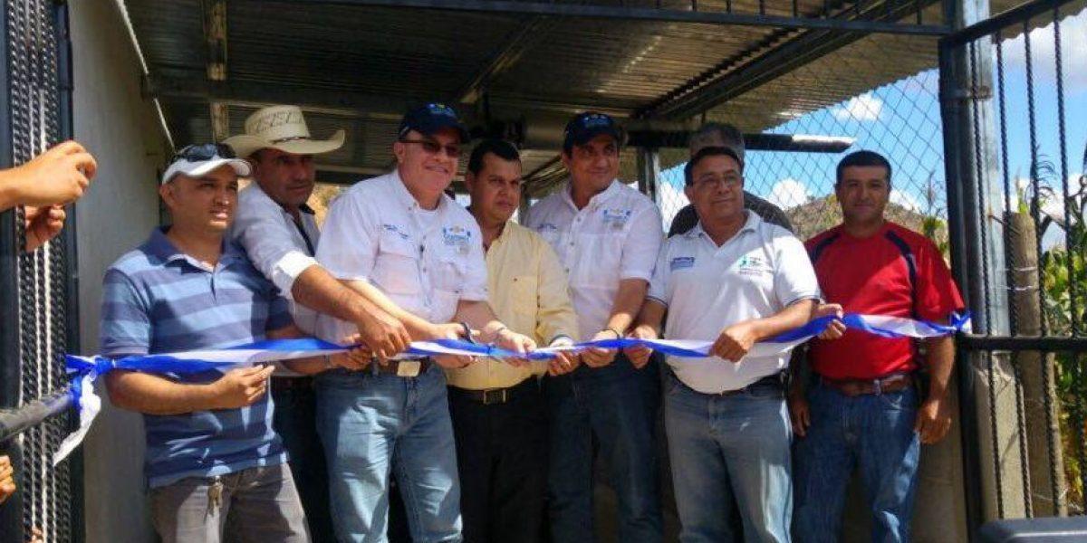 Inauguran sistema de riego que beneficiará a más de 100 mil familias