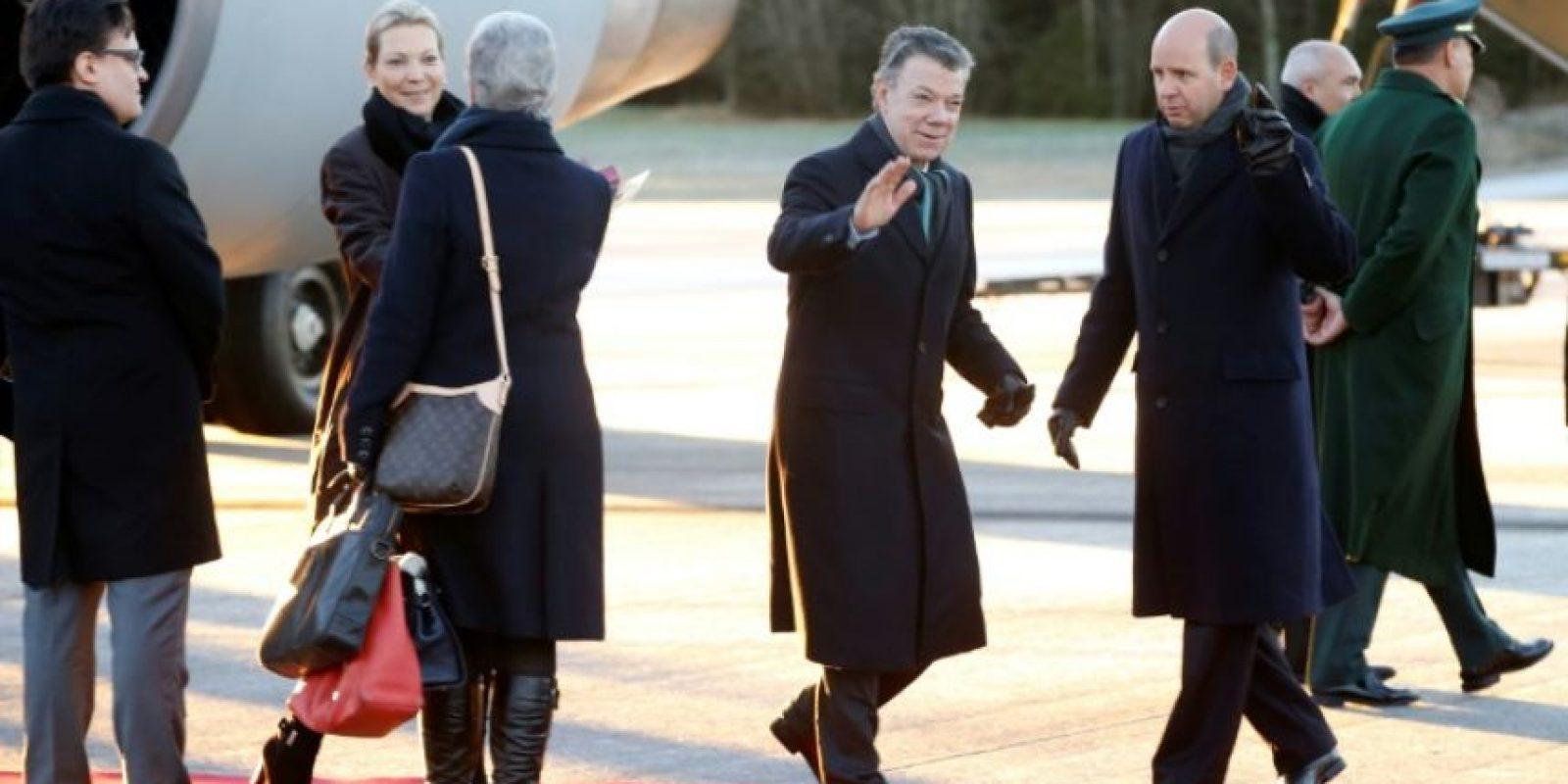 El premiado con el Nobel de la Paz y presidente de Colombia, Juan Manuel Santos, y su mujer, María Clamencia Rodríguez, llegan al aeropuerto de Oslo, el 9 de diciembre de 2016 Foto:Terje Pedersen/afp.com