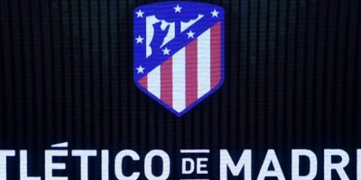 Así luce el nuevo escudo del Atlético de Madrid. Foto:AFP