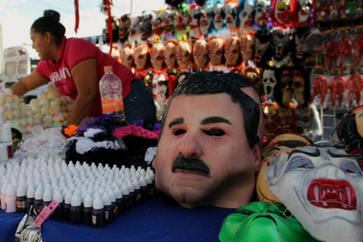 """Vista de una máscara de látex que representa al narcotraficante mexicano Joaquín """"El Chapo"""" Guzmán en Ciudad Juárez, México, el 25 de octubre de 2016 Foto:HERIKA MARTINEZ/afp.com"""
