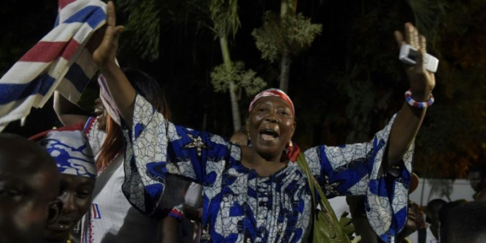 Una simpatizante de candidato opositor a la presidencia de Ghana, Nana Akufo-Addo, celebra su victoria en las urnas el 9 de diciembre de 2016 en Accra Foto:Pius Utomi Ekpei/afp.com