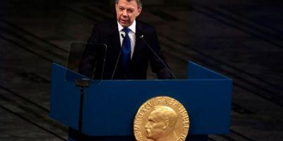 El presidente colombiano, Juan Manuel Santos, agradece el premio Nobel de la Paz en Oslo el 10 de diciembre de 2016, en la ceremonia de entrega de uno de los galardones más mediáticos Foto:Tobias Schwarz/afp.com