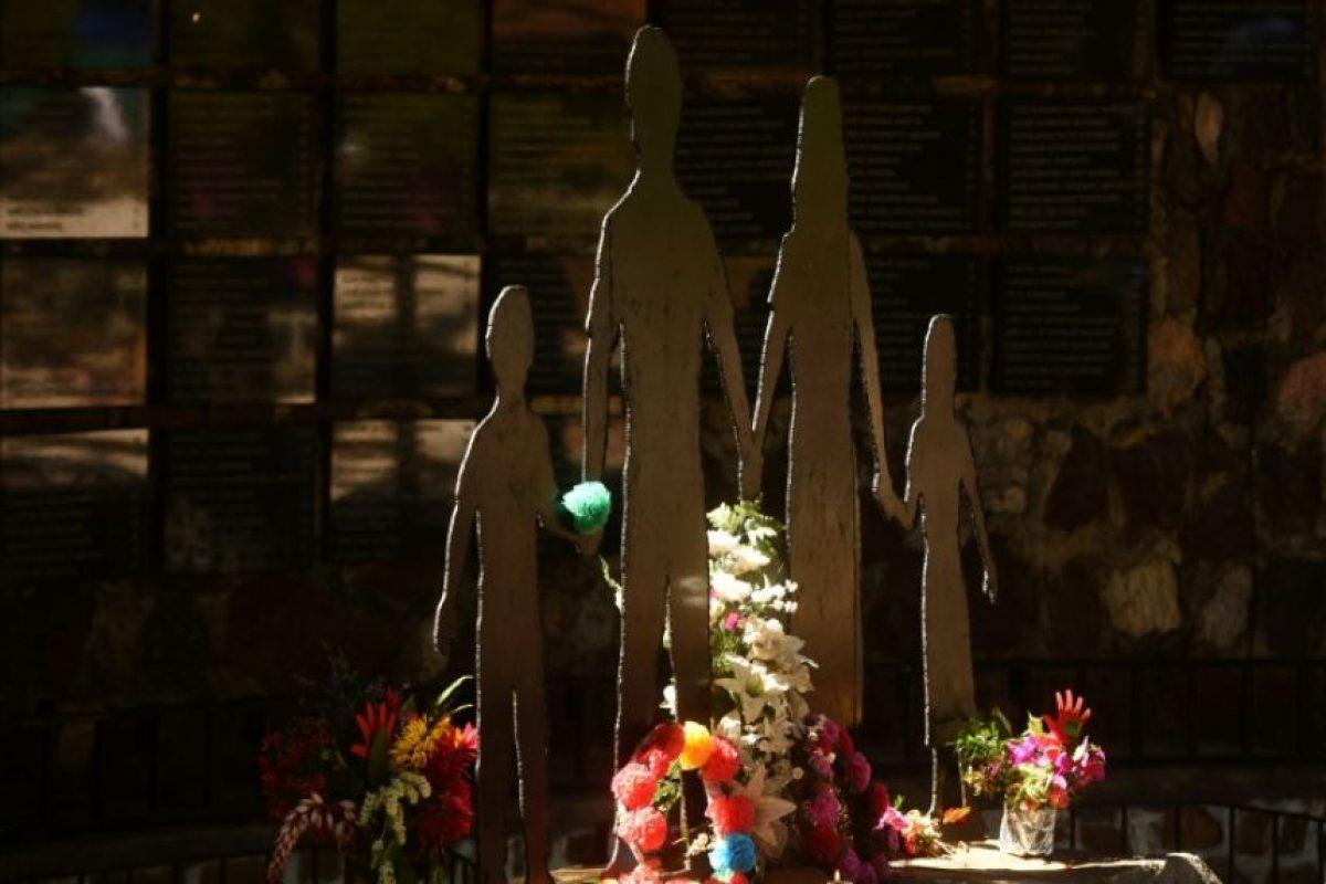 Un homenaje a las víctimas de la masacre militar contra civiles de El Mozote, en un parque de la localidad salvadoreña el 9 de diciembre de 2016 Foto:Marvin Reciños/afp.com