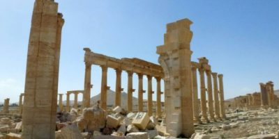 Restos del Arco Monumental de Palmira o Arco del Triunfo en marzo de 2016, tras el paso del grupo yihadista Estado Islámico (EI), que destruyó parte de la antigua ciudad siria, declarada patrimonio de la Humanidad por la UNESCO Foto:Maher Al Mounes/afp.com