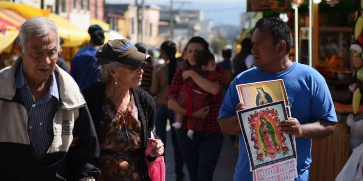 Decenas de feligreses inician a venerar a la Virgen de Guadalupe
