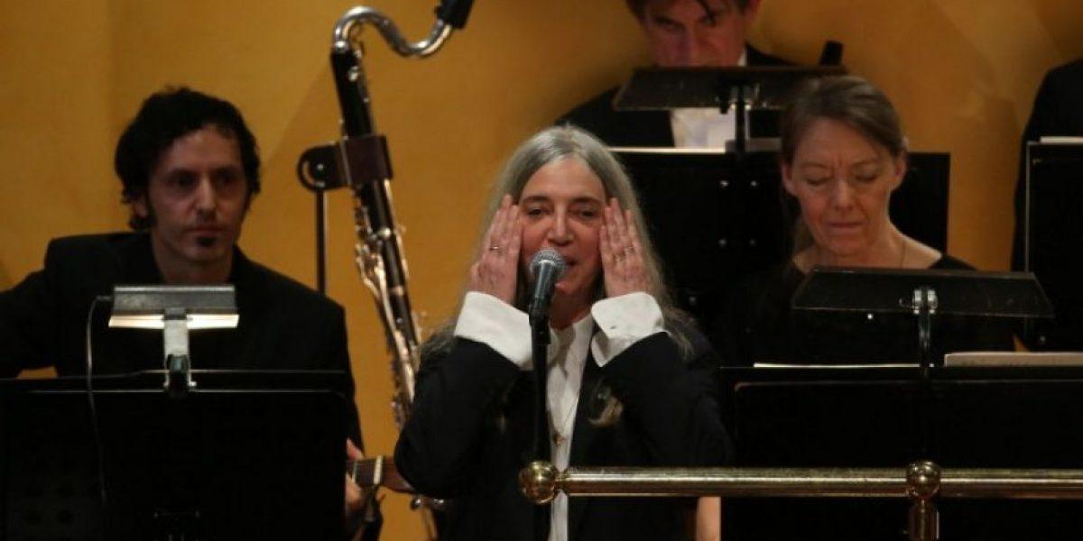VIDEO. Patti Smith olvida letra de canción de Bob Dylan en gala de premios Nobel
