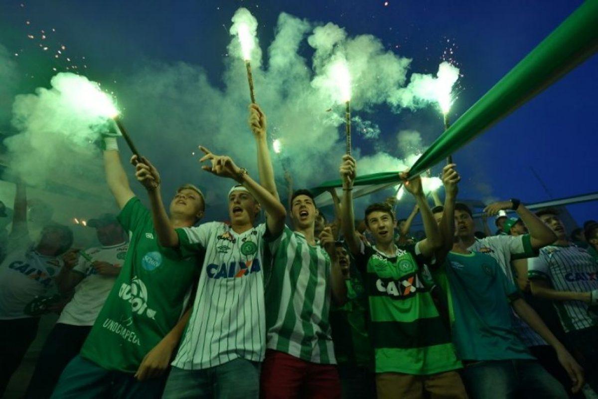 La decisión de la CBF ha causado sorpresa e indignación luego de lo sucedido con el plantel del Chapecoense. Foto:AFP
