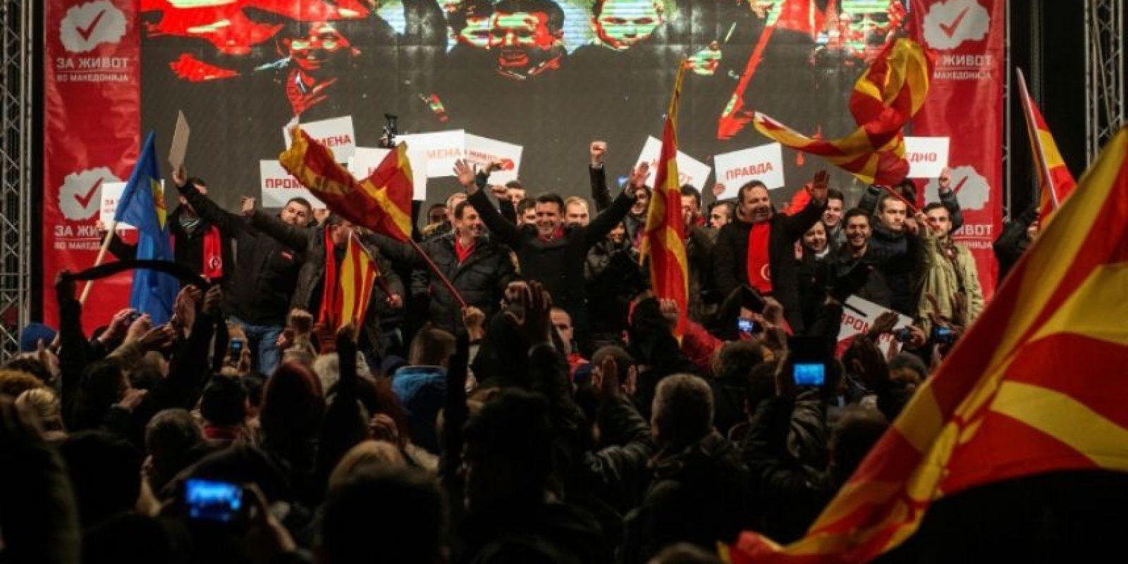 Zoran Zaev, líder del partido de oposición Unión Socialdemócrata de Macedonia (SDSM), durante su último mitin preelectoral, en Skopje, el 9 de diciembre de 2016 Foto:Robert Atanasovski/afp.com