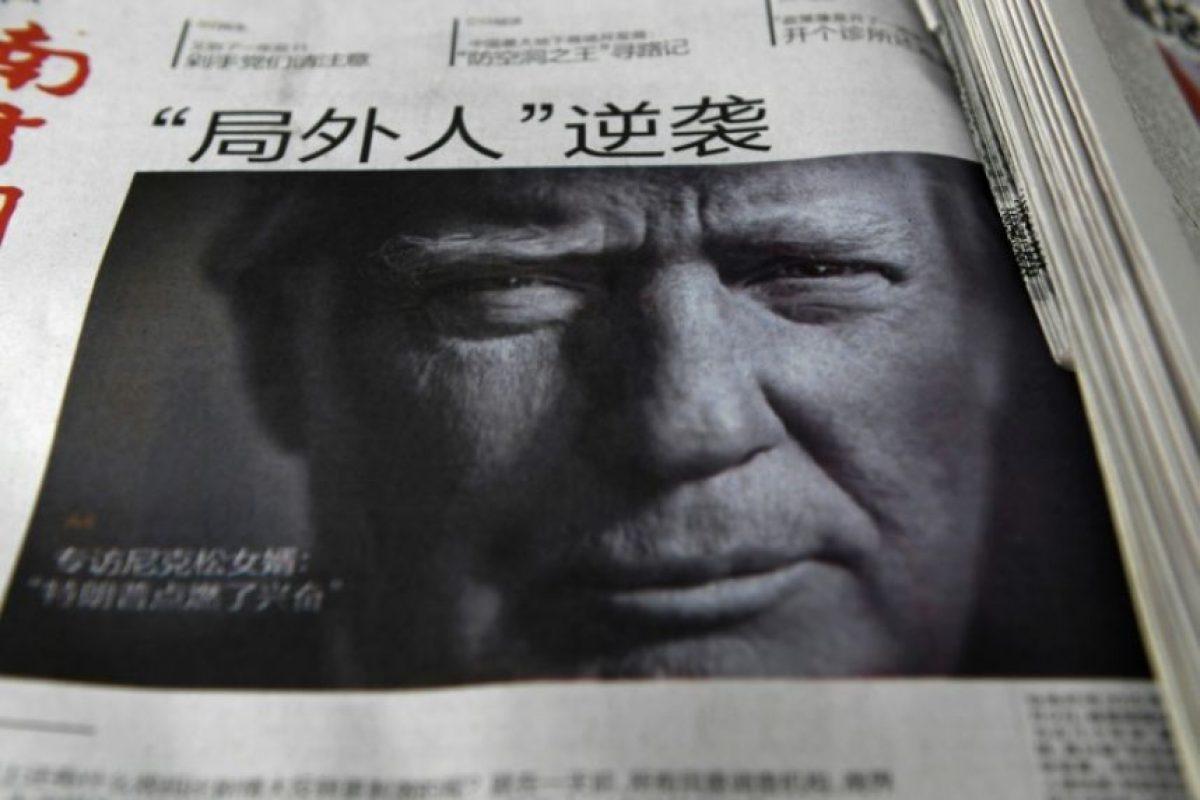 Un diario chino con una información sobre el presidente estadounidense, Donald Trump, en primera página, el 10 de noviembre de 2016, tras su victoria electoral, en Pekín Foto:Greg Baker/afp.com
