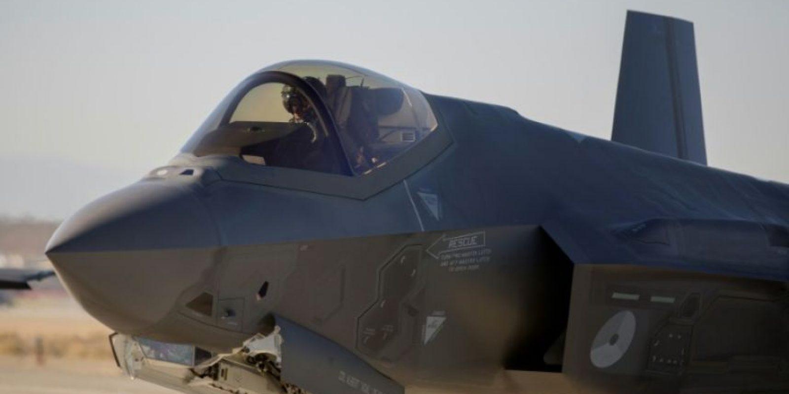 Un caza holandés modelo F-35 Lightning II, del gigante aeronáutico Lockheed Martin, despega desde la base aérea Edwards en California, el 24 de noviembre de 2015 Foto:David McNew/afp.com
