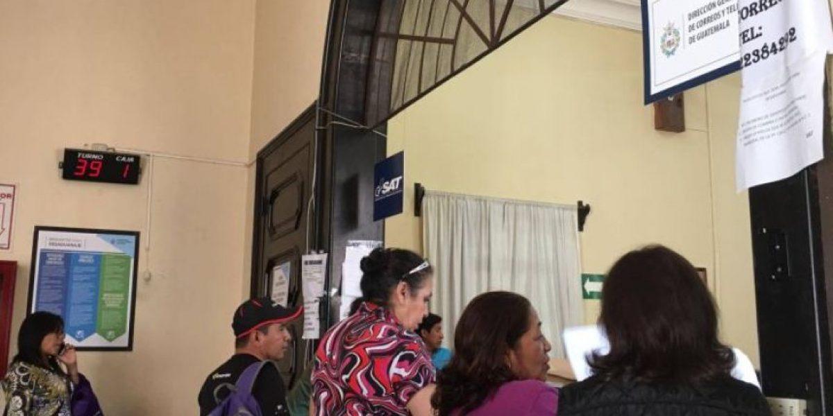 Ministro de Comunicaciones critica a Correos, S. A. por estado del servidor