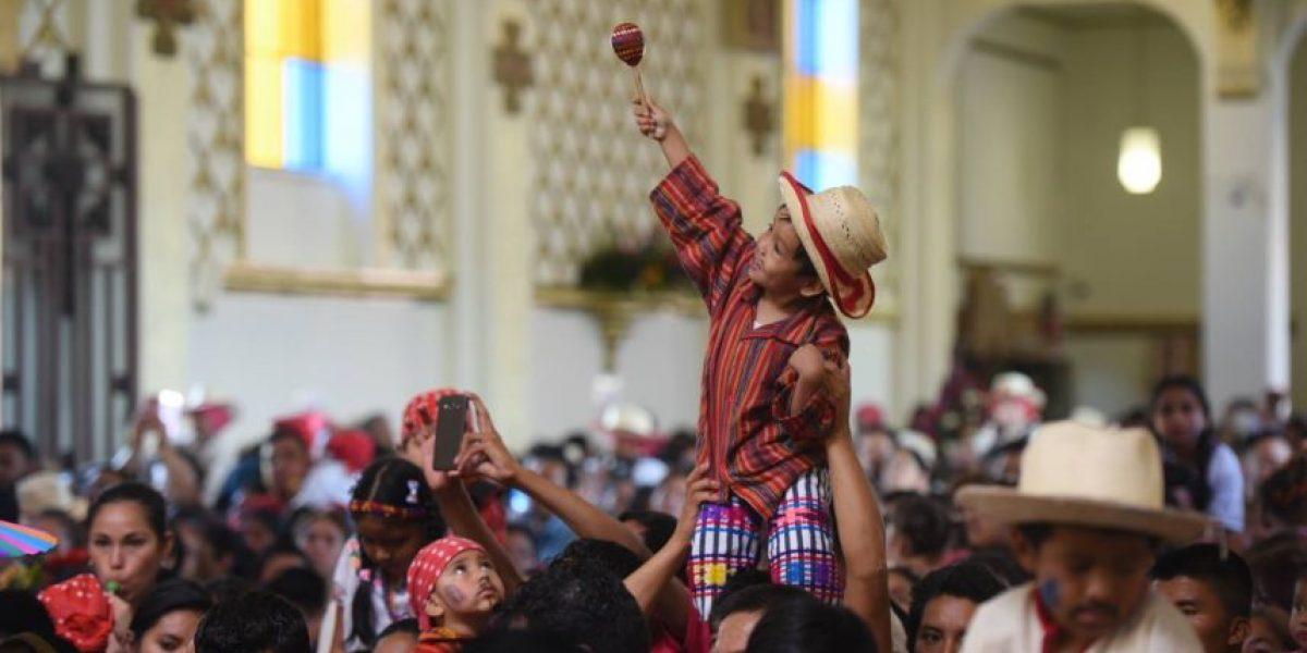 Agradecimientos y peticiones son llevados ante la Virgen de Guadalupe
