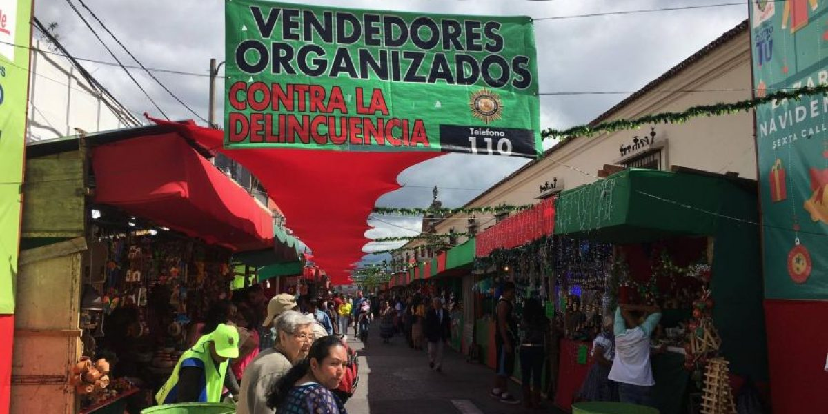 Los vendedores del bazar navideño en el corazón de la ciudad le dejan un mensaje a los delincuentes