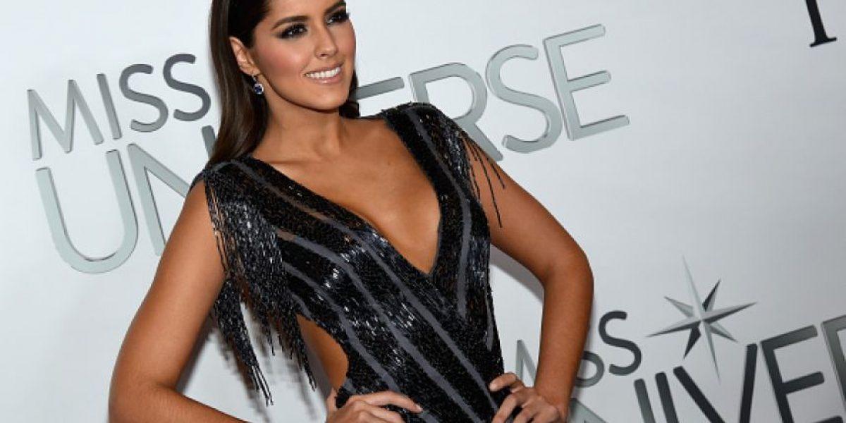 La ex Miss Universo, Paulina Vega, publica una foto topless en la cama y las redes enloquecen