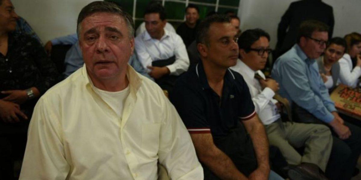 """Ante sospechas, juez ordena nuevos exámenes al creador de la """"fórmula mágica"""" para limpiar el lago de Amatitlán"""