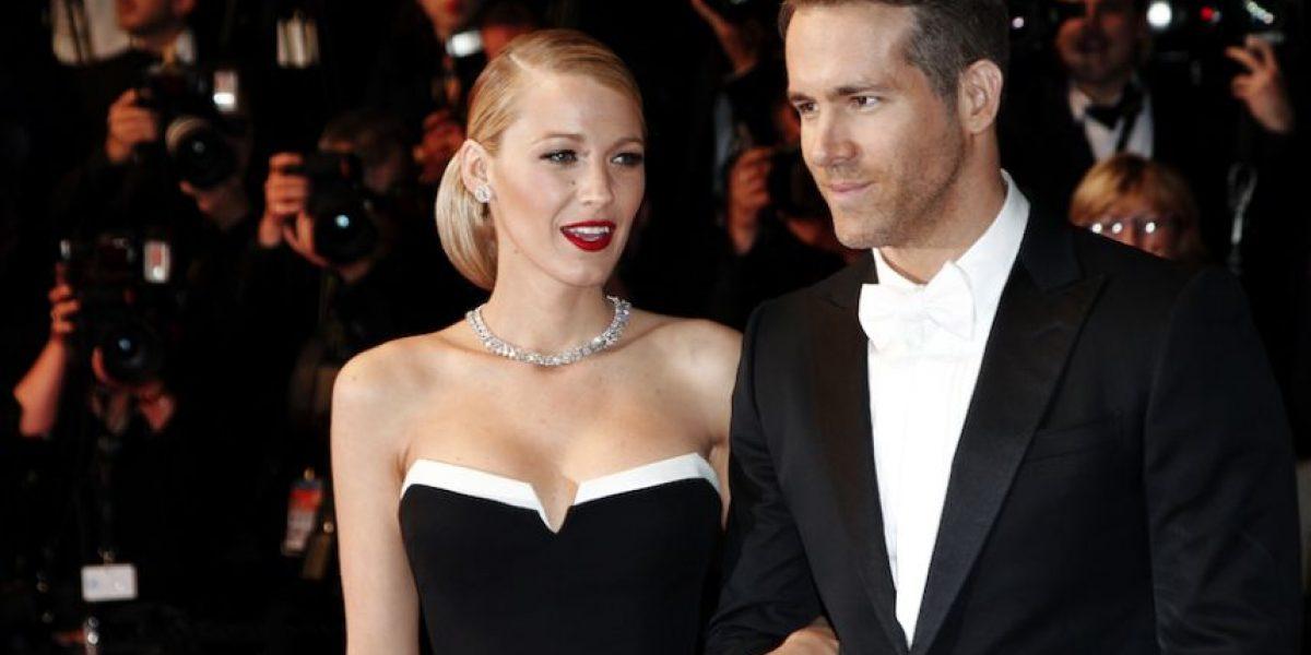 Ryan Reynolds recibe su estrella en el Paseo de la Fama y presenta a sus hijas por primera vez