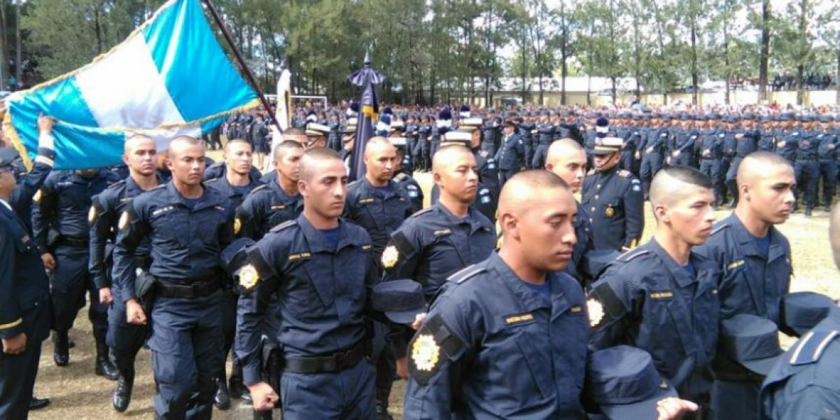 """""""No nos defrauden"""" le dice Jimmy Morales a los más de 2 mil nuevos agentes de PNC"""