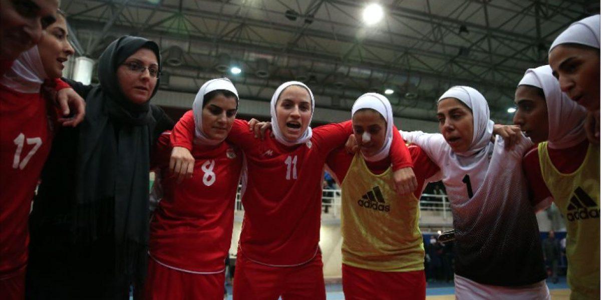 Acusan a campeonas de futsal de ser hombres y estas se defienden