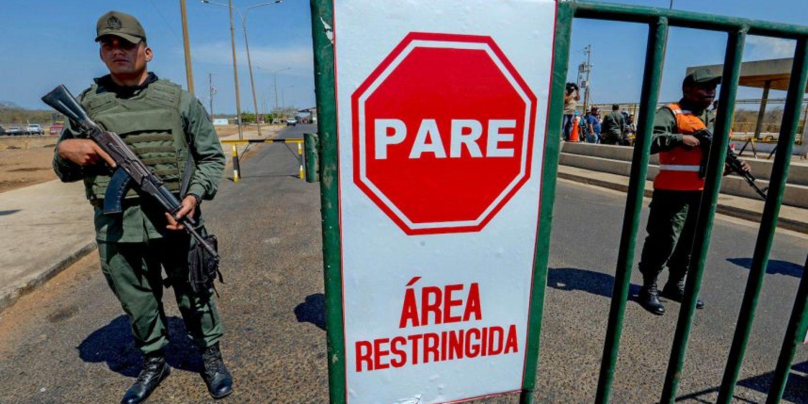 En algunas regiones de Colombia, el combustible de contrabando costaba 99 centavos de dólar. Foto:AFP