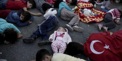 Migrantes y refugiados durante una protesta en Turquía. Foto:AFP