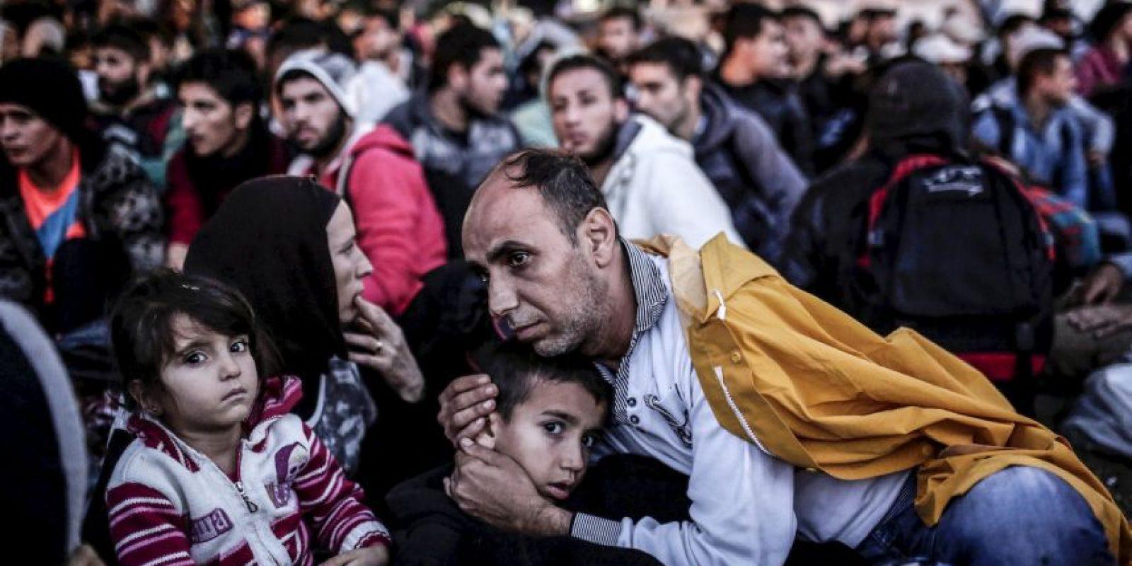 Migrantes y refugiados esperan en Estambul para poder llegar a la frontera de Turquía y Grecia. Foto:AFP