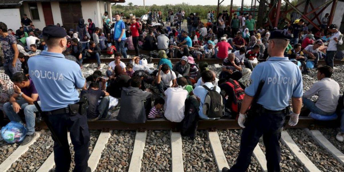 Autoridades observan mientras reporteros salvan vida de migrante