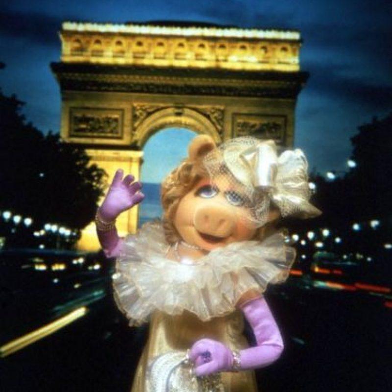 """""""Continuaremos trabajando juntos en televisión (The Muppets/por ABC) y en todos los medios ahora conocidos o en el futuro, a perpetuidad, a través del universo"""", agregó """"la diva"""" Foto:vía facebook.com/MuppetsMissPiggy"""