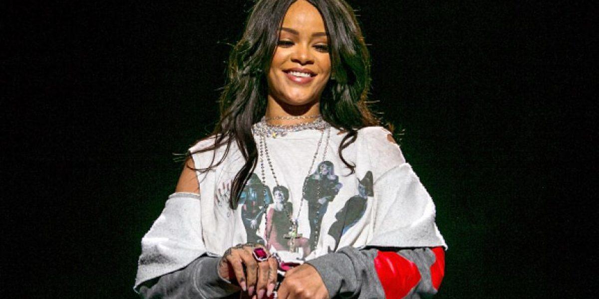 ¡Año nuevo, look nuevo! Rihanna cambia sus rastas por un cabello rubio