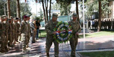 Militares estadounidenses también realizaron su homenaje en Afganistán. Foto:AP
