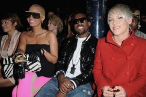 Kanye disfrutando de una pasarela. Foto:Getty Images