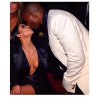 Un beso para Kim. Foto: Getty Images