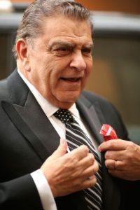 4.- Mario nació el 28 de diciembre de 1940 y dejó la escuela para trabajar en la sastrería de su padre. Foto:Twitter @sabadogigante
