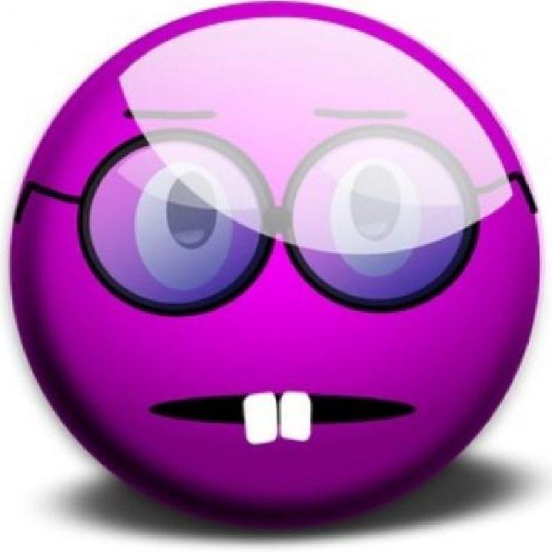 "Cara de ""nerd"". Foto:emojipedia.org"