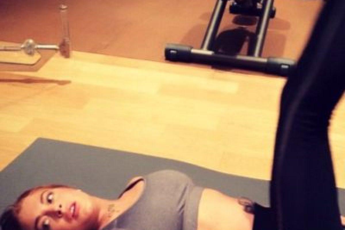 Parece que esa cintura es el resultado de los ejercicios constantes y una corrección en el editor de imágenes Foto:vía instagram.com/lindsaylohan