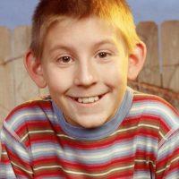 """Erik Per Sullivan le dio vida a """"Dewey"""", el hermano menor. Foto:IMDB"""