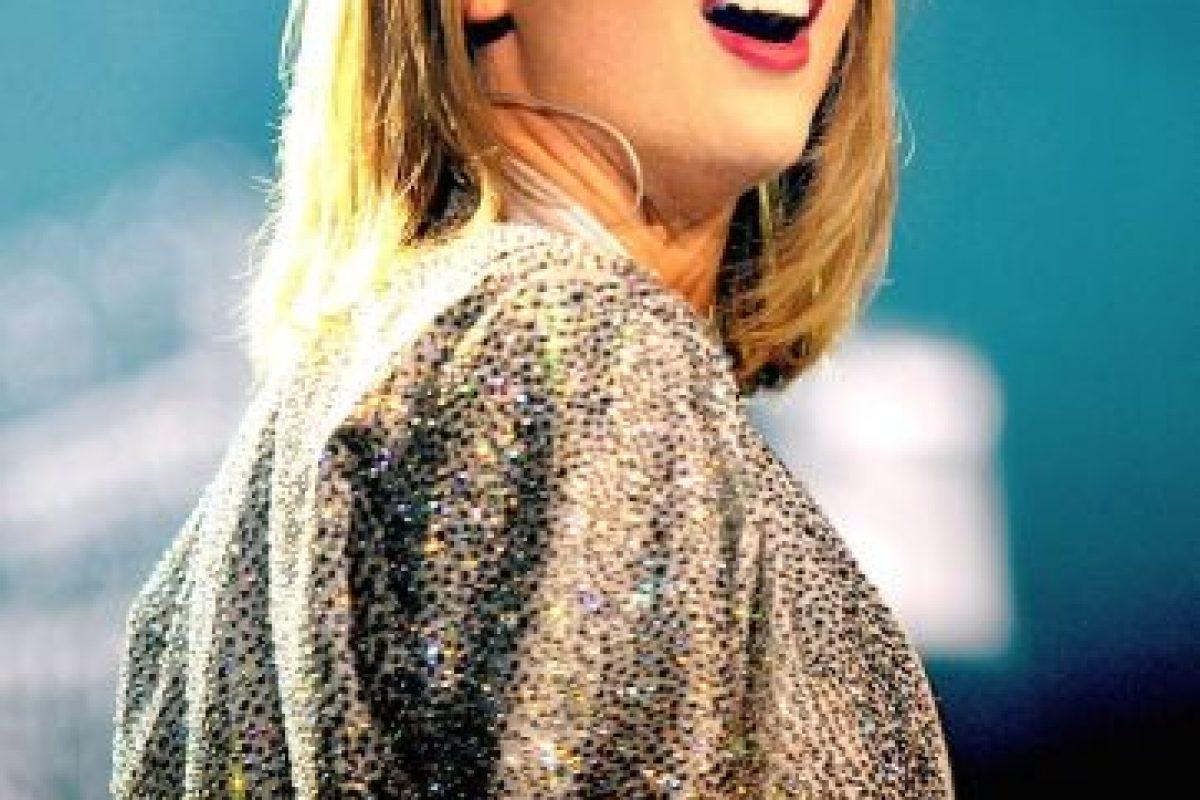 Por medio de una aplicación para celular, los fans también podían conocer las actividades de Taylor en el backstage. Foto:Getty Images