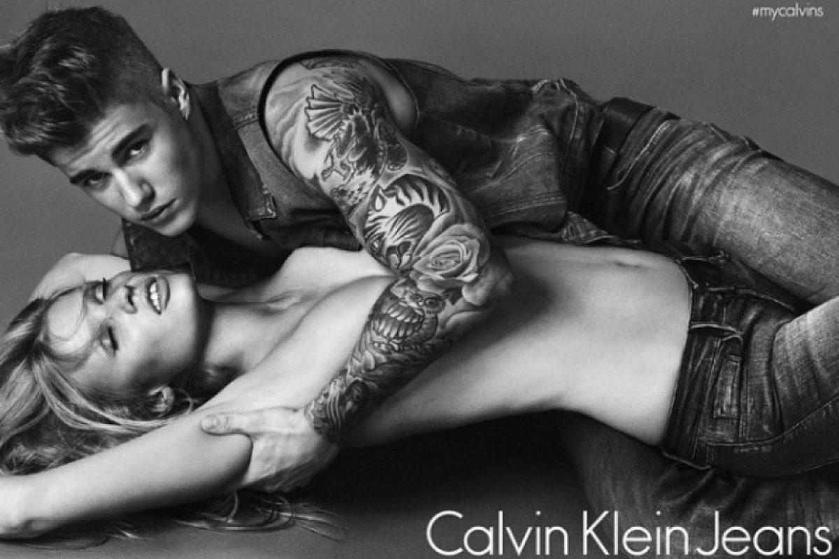 En enero de este año, Lara Stone posó junto a Justin Bieber en la campaña de Calvin Klein Jeans. Foto:vía instagram.com/lara_stone