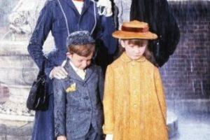 La cinta cuenta la historia de una familia inglesa que decide contratar a una niñera para que cuide a sus dos hijos. Foto:IMDb