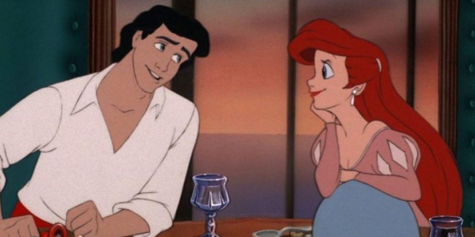 """""""El contrato decía que Ariel debía lograr que 'Eric' se enamorara de ella sin su voz, y fracasó y tiene que pagar las consecuencias"""". Foto:facebook.com/DisneyTheLittleMermaid"""