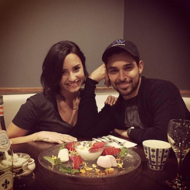 Se conocieron durante la filmación de un video en apoyo al terremoto de Chile en marzo y en mayo de ese año comenzaron a salir. Foto:Instagram/wilmervalderrama