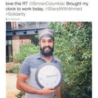Musulmanes posan con relojes en señal de apoyo Foto:Twitter.com