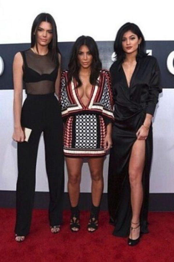 Hoy en día, sus hermanas menores son dos ídolos de internet. Foto:vía instagram.com/kimkardashian