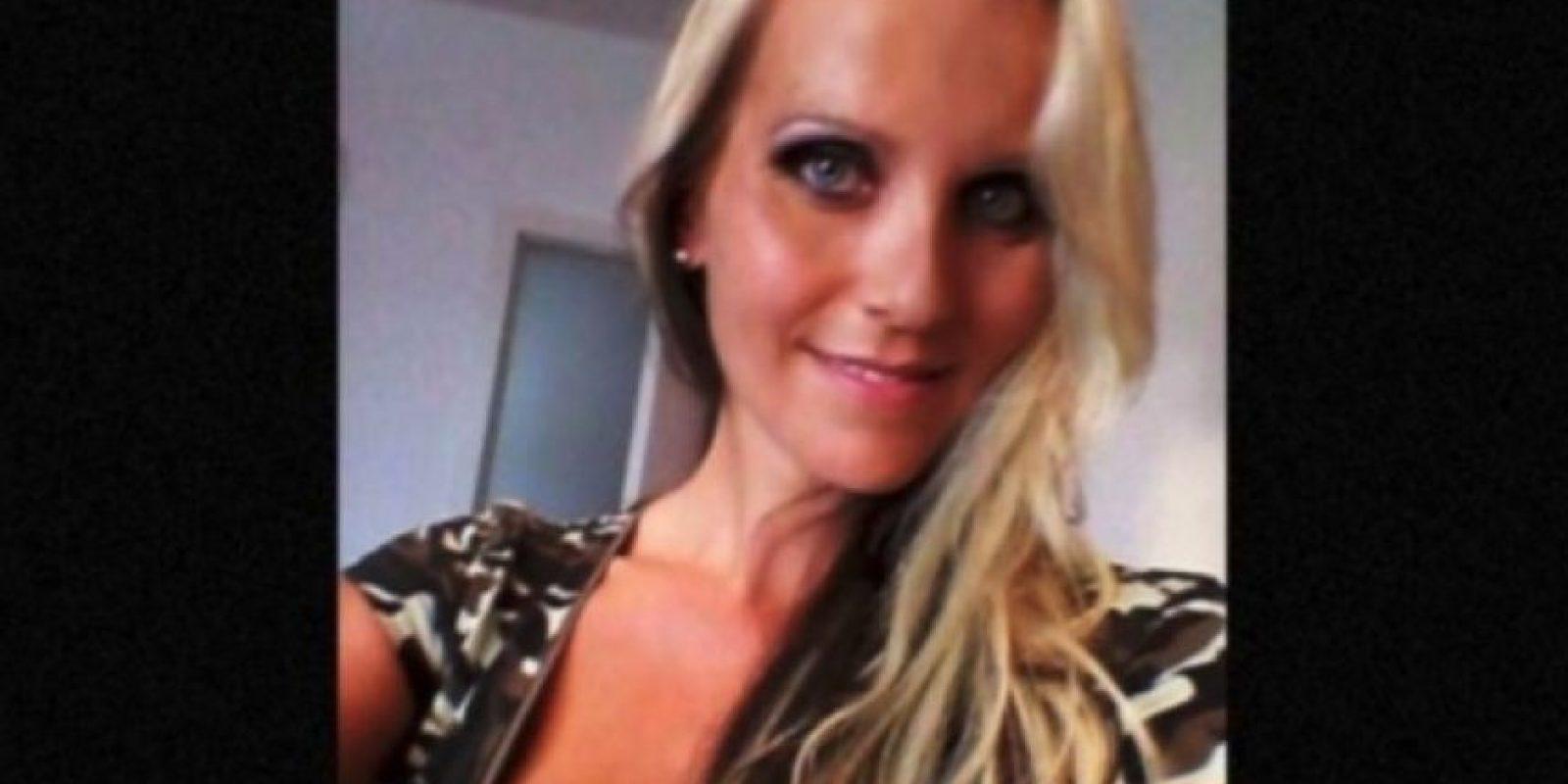 Trabajaba en un colegio católico en Munich, Alemania. Fue despedida cuando los líderes de la iglesia se dieron cuenta de sus otras actividades. Foto:Facebook.com/Julia.blond