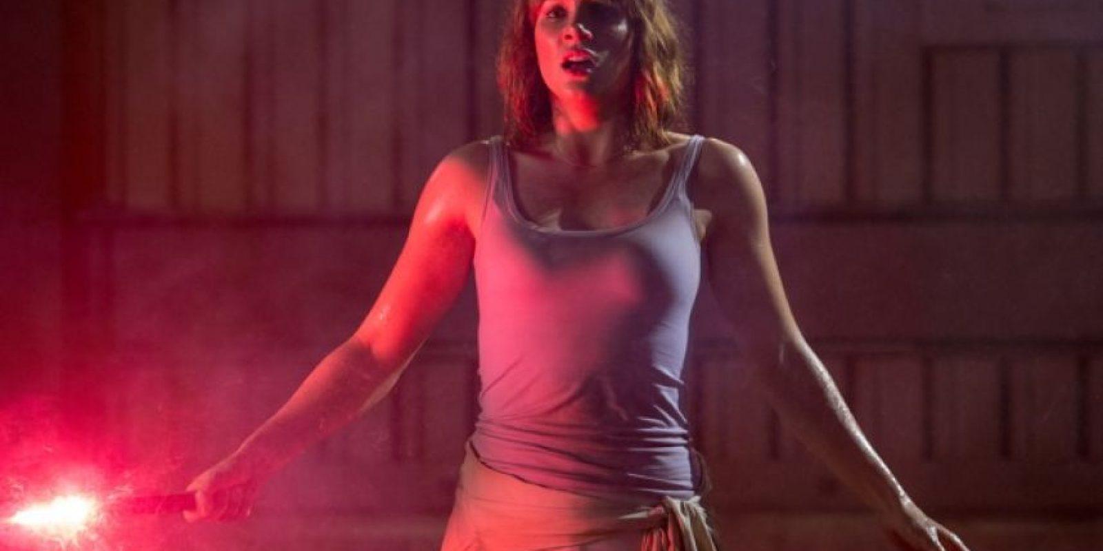 """18. Después de que """"Claire"""" le dispara a un dinosaurio volador, el sol cambia de lugar entre los disparos. Foto:Universal Pictures"""