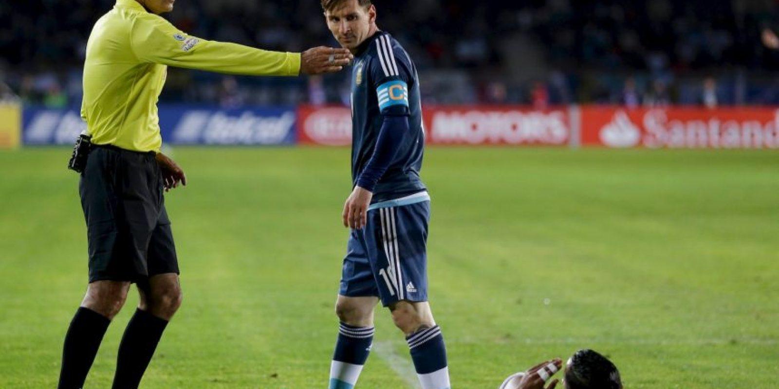 En su aparición en el partido entre Argentina y Uruguay, expulsó al DT Gerardo Martino Foto:AFP