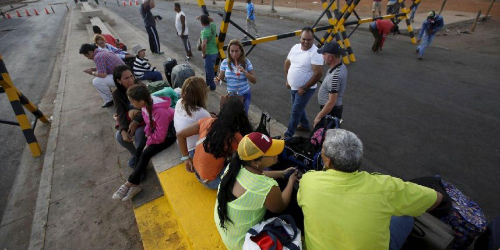 Por otro lado, en Cúcuta, Colombia, comenzó una escasez de combustibles Foto:AP