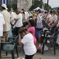 Se cree que este domingo el papa se reunirá con el expresidente Raúl Castro. Foto:AP