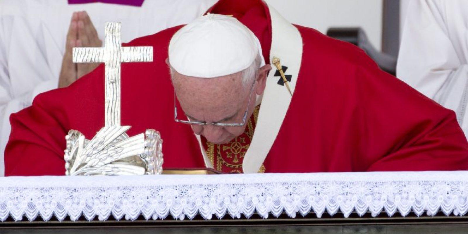 """3. """"Servir significa, en gran parte, cuidar la fragilidad. Cuidar a los frágiles de nuestras familias, de nuestra sociedad, de nuestro pueblo"""", sostuvo el papa. Foto:AP"""