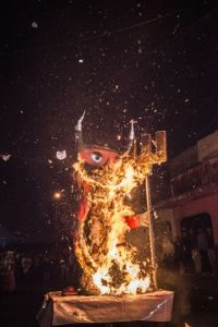 Arde el demonio en la ciudad. Foto:Oliver de Ros