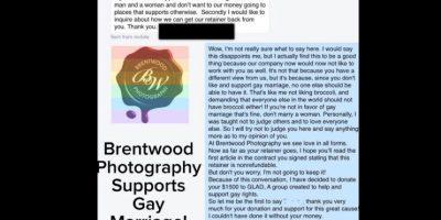 """El cliente dijo: """"Hola, Brentwood. Queremos informarte que no queremos tus servicios para nuestra boda. Mi prometida y yo apoyamos el matrimonio tradicional. Por lo tanto no queremos que nuestro dinero vaya a un lugar que no haga esto. Queremos saber cómo recuperamos nuestro depósito"""". A lo que Brentwood contestó: """"Bueno, no estoy seguro qué decir. Diría que estoy decepcionado, pero estoy feliz al ya no trabajar con ustedes tampoco. No es porque piensen distinto, sino que desde que ustedes no apoyan el matrimonio gay, pienso que nadie más debería hacerlo. Este soy yo odiando el brócoli y diciéndole al resto del mundo que debería odiarlo. Si no les gusta el matrimonio gay, está bien. No se casen con una mujer. Personalmente, me enseñaron a no juzgar a nadie. Así que haré lo mismo con ustedes. Y como en mi compañía vemos el amor en todas las formas, y como en su contrato verán que el depósito no es reembolsable, lo doné a la Alianza Gay y Lesbiana Contra la Difamación. Así que gracias por su donación. No podría haberlo hecho sin su dinero. Sinceramente, con amor, Brentwood"""". Foto:vía Facebook/Brentwood Photography"""